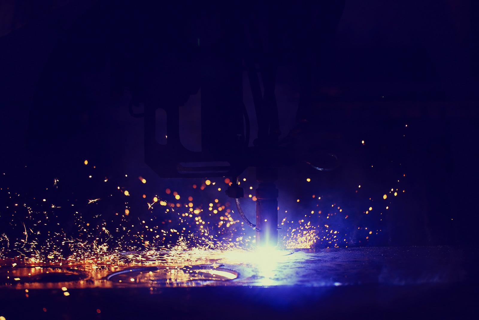 Veja 3 etapas do processo de corte a plasma em chapas de aço